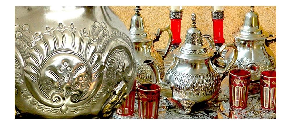 Antike orientalische Teekannen